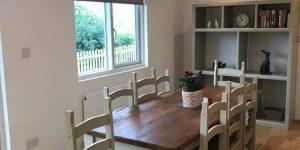 dining-room-inside-a-timberlog-cabin-600x300