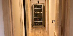 hallway-inside-a-timberlog-cabin-600x300