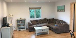 lounge-inside-a-timberlog-cabin-600x300