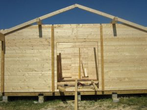 construction-of-log-cabin-with-95mm-laminated-logs (10)