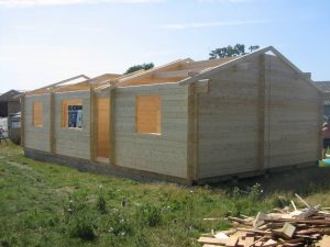 construction-of-log-cabin-with-95mm-laminated-logs (14)