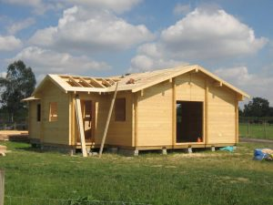 construction-of-log-cabin-with-95mm-laminated-logs (29)