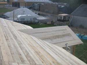 construction-of-log-cabin-with-95mm-laminated-logs (30)