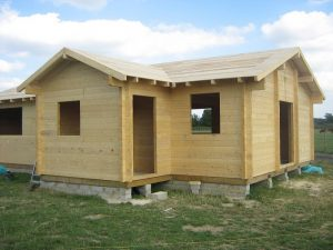 construction-of-log-cabin-with-95mm-laminated-logs (37)