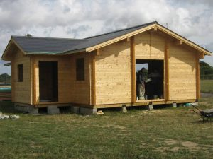 construction-of-log-cabin-with-95mm-laminated-logs (43)