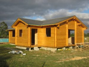 construction-of-log-cabin-with-95mm-laminated-logs (45)