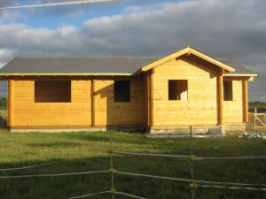 construction-of-log-cabin-with-95mm-laminated-logs (47)