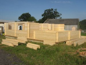 construction-of-log-cabin-with-95mm-laminated-logs (6)