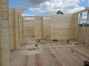 construction-of-log-cabin-with-95mm-laminated-logs (7)