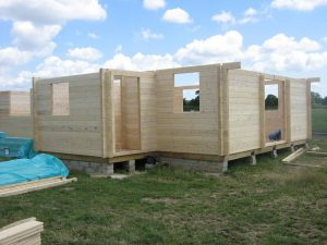 construction-of-log-cabin-with-95mm-laminated-logs (8)