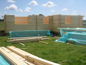 construction-of-log-cabin-with-95mm-laminated-logs (9)