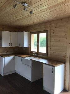 interior-of-a-mobile-log-cabin-built-with-95mm-thermo-wall-by-Timberlogbuild-ltd (17)