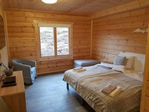 interior-of-an-artichouse-log-cabin-by-timberlogbuild-ltd (10)