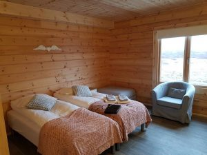interior-of-an-artichouse-log-cabin-by-timberlogbuild-ltd (14)