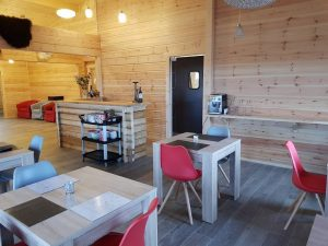 interior-of-an-artichouse-log-cabin-by-timberlogbuild-ltd (7)