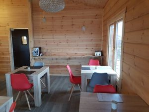 interior-of-an-artichouse-log-cabin-by-timberlogbuild-ltd (8)