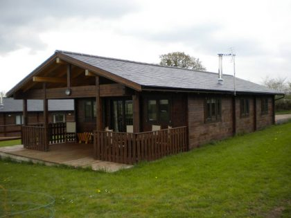 mobile-log-cabin-with-cavity-walls-built-by-Timberlogbuild-ltd (4)