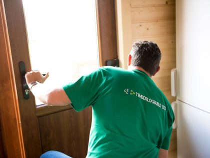 timberlogbuild-ltd-staff-at-work (1)