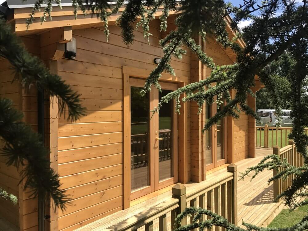 Mobile log cabin built with 95mm thermo wall by Timberlogbuild LTD